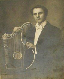 zither_man_cropped.jpg